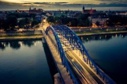 Most Józefa Piłsudskiego na Wiśle w Krakowie oraz widok na Kazimierz