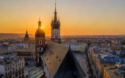Kościół Mariacki w Krakowie w świetle zachodzącego słońca